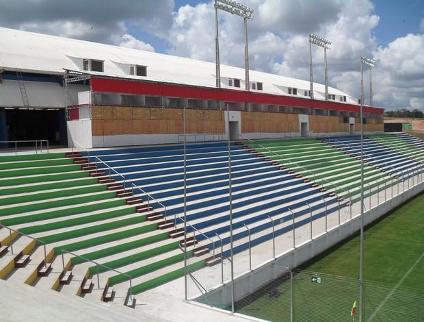 Arena do Calçado, em Nova Serrana, recebe a primeira partida neste fim de semana (Foto: Larissa Bernardes / GLOBOESPORTE.COM)