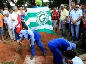 Enterro do ex-jogador Fernandão ocorreu em Goiânia, Goiás (Foto: Wildes Barbosa/O Popular)