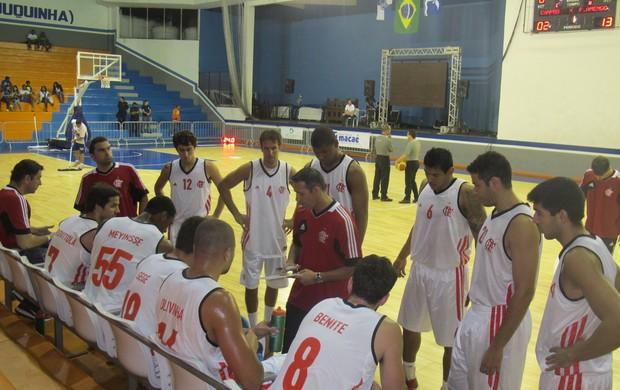 Time de basquete do Flamendo reunido em Macaé (Foto: Marcello Pires)