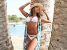 Ana Paula Evangelista mostra corpão em ensaio de biquíni em Ibiza