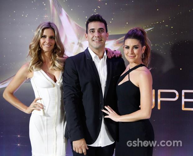 André Marques posa ao foto de Fernanda Lima e Fê Paes Leme (Foto: SuperStar / TV Globo)