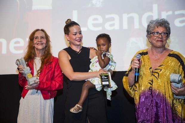 Helena Ignez, Leandra Leal, a filha Julia e Ângela Leal (Foto: Beto Sataino)
