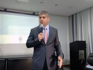Secretário Maurício Barbosa apresenta inquérito sobre ação da PM no Cabula, em Salvador (Foto: Alan Tiago/G1)