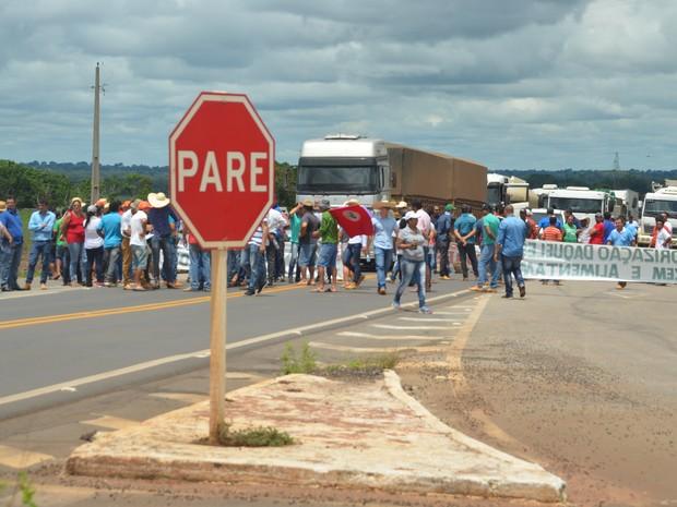 Protesto contra importação do café conilon (Foto: Rogério Aderbal/G1)