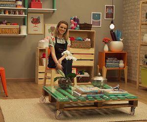 Mesa de centro feita com pallets é perfeita para decorar a sala; veja como criar a peça