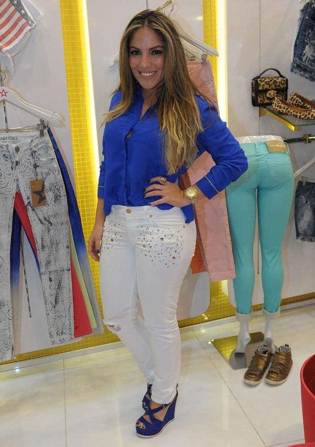 Anamara em loja em São Paulo (Foto: Francisco Cepeda / AgNews)