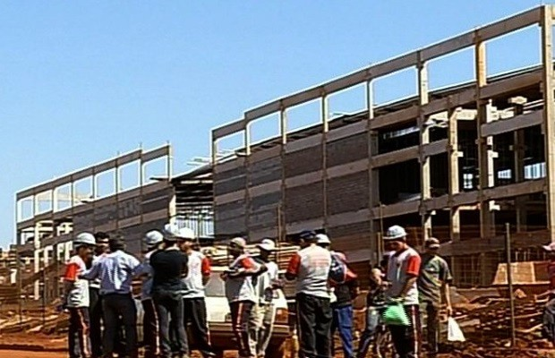 Operário morre ao cair de shopping em construção, em Rio Verde, Goiás (Foto: Reprodução/TV Anhanguera)