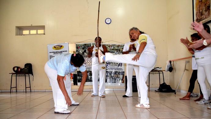 Grupo de Capoeira da Terceira Idade: Francisca Nilda dos Santos, ex-cadeirante (Foto: Nathacha Albuquerque)