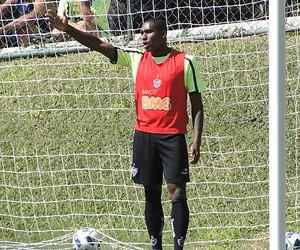 Jonatas Obina treino Atlético-MG (Foto: Leonardo Simonini / Globoesporte.com)