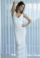 Look do dia: Deborah Secco usa vestido branco justinho de tricô