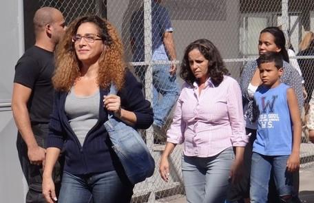 Wanda foge da prisão disfarçada com a ajuda de Rosângela Divulgação/TV Globo