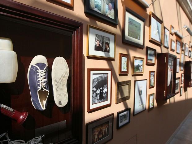 Objetos pessoais do Papa João Paulo II estarão na exposição em Wadowice (Foto: Czarek Sokolowski/AP)