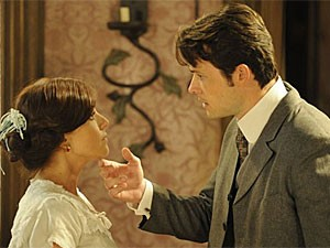 Sandra e Teodoro (Foto: Lado a Lado/TV Globo)