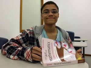 Daniel Santana Rocha tem 16 anos e cursa mestrado em matemática pura no Impa (Foto: Vanessa Fajardo/ G1)