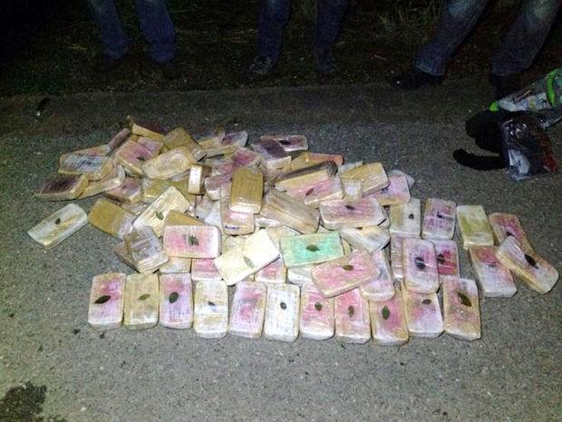 Droga foi apreendida após tiroteio com traficantes em Mato Grosso. (Foto: Gefron-MT)