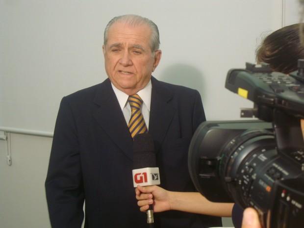 Candidato João castelo (PSDB), primeiro a chegar na emissora, concedeu entrevista ao G1 Maranhão (Foto: Leno Edroaldo/G1)