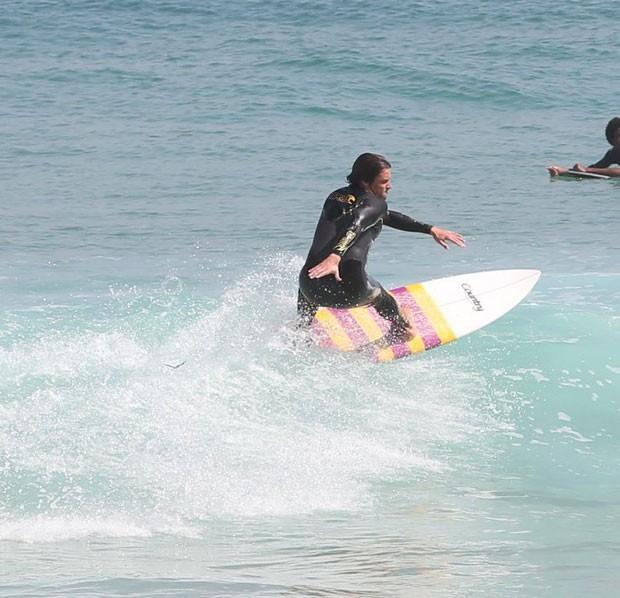 Felipe: surfe no Rio (Foto: AgNews)