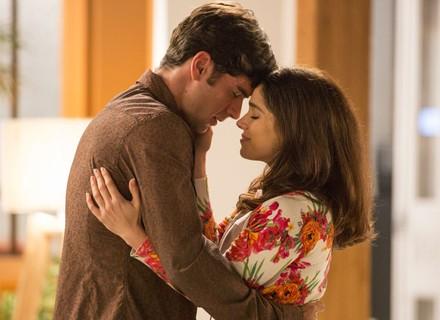 Shirlei e Felipe se beijam