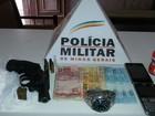 PM encontra drogas e revólver e prende jovem em Dores do Indaiá