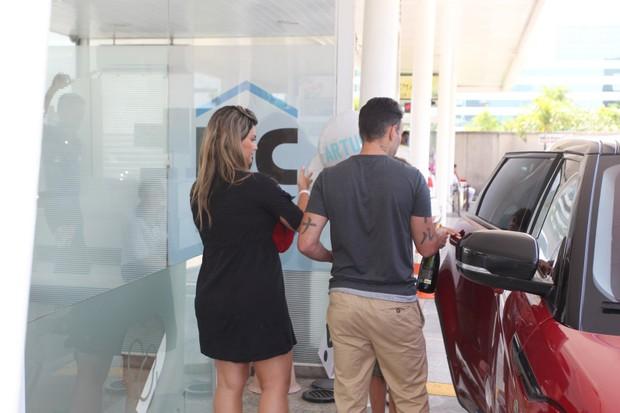 Kelly Key deixa a maternidade na barra (Foto: AgNews  / AgNews)