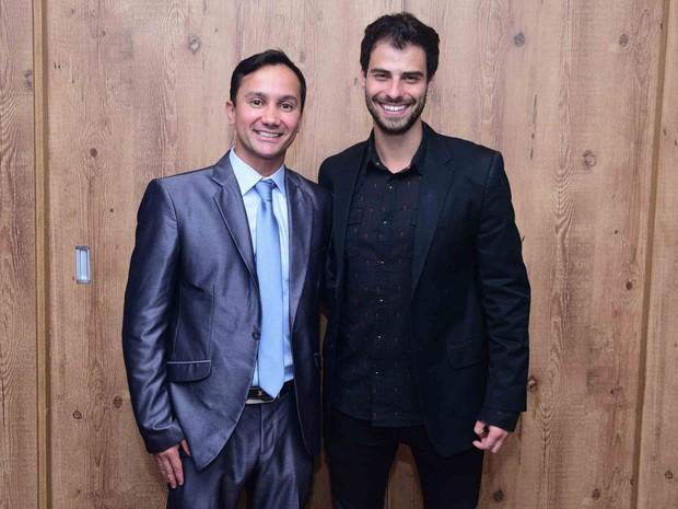 Lucas Malvacini e Rodrigo Ruas, apresentador do programa Viagem Cultural, em evento em São Paulo (Foto: Leo Franco/ Ag. News)