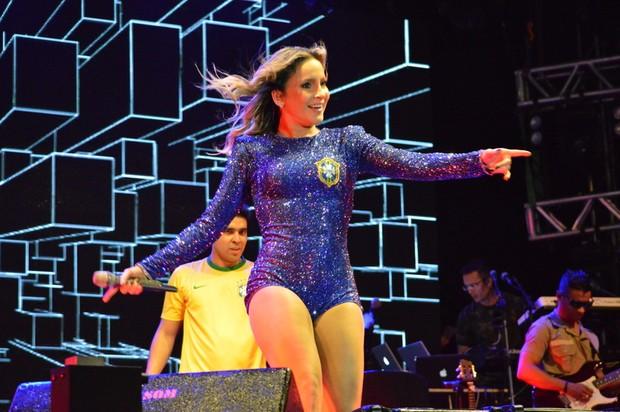 Claudia Leitte faz show em Pernambuco (Foto: Felipe Souto Maior / AgNews)