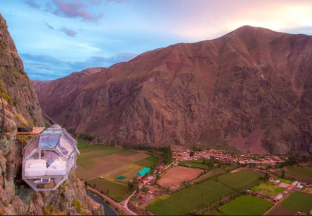 Skylodge: cápsula acomoda duas pessoas e tem vista para o Vale de Calca, no Peru (Foto: Reprodução/Airbnb)