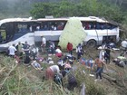 Ônibus capota na BR-330 e deixa 40 feridos na Bahia, diz PRF