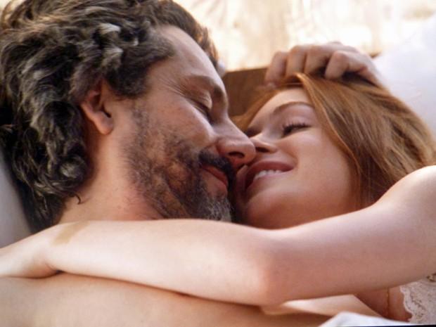 Maria Isis sabe como acalmar o amado  (Foto: Império/TV Globo)