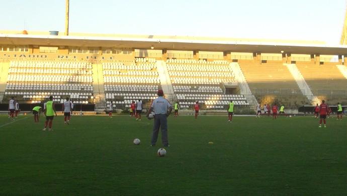 De olho no Náutico, CRB faz trabalho intenso no Rei Pelé (Foto: Denison Roma / GloboEsporte.com)