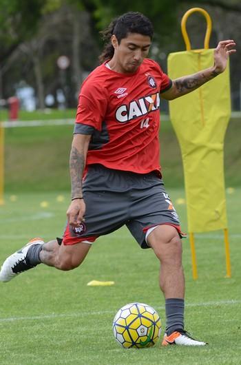 Luciano Cabral, Atlético-PR, treino (Foto: Marco Oliveira/Atlético-PR)