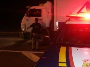 Polícia tenta negociar com manifestantes na BR-277, em Medianeira  (Foto: Divulgação / PRF)