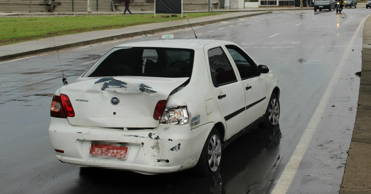 G1 - Acidente de carro  fecha  parte de via na Zona Sul de Manaus -  notícias em Trânsito AM d2107b3d5aa