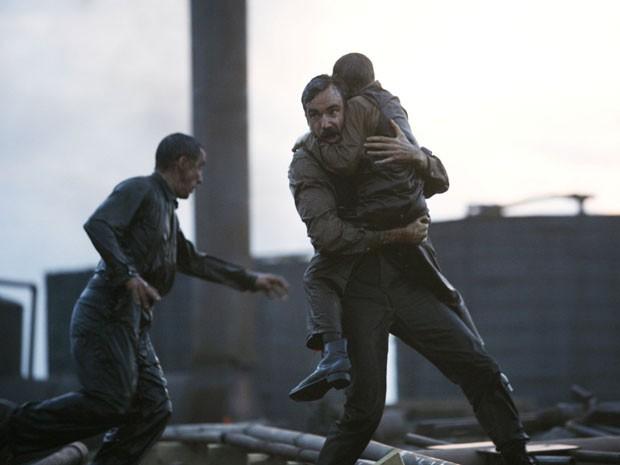 Daniel Day-Lewis em cena do filme 'Sangue negro' (2007), que lhe rendeu o segundo Oscar de melhor ator (Foto: Divulgação)