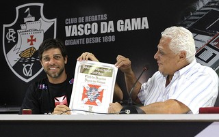 Juninho e Roberto Dinamite aposentadoria Vasco (Foto: Marcelo Sadio / Flickr do Vasco)
