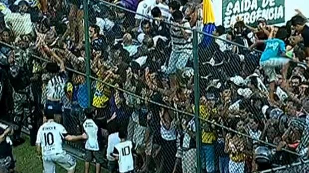 tumulto torcedores ABC x Palmeiras (Foto: Reprodução)