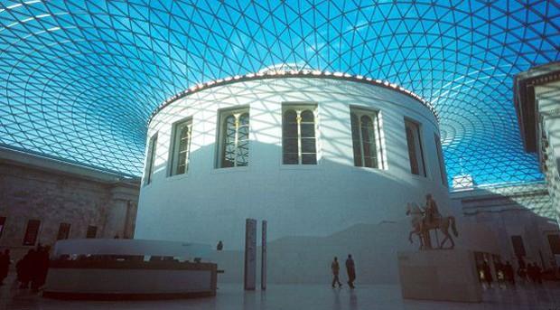 Um dos melhores museus de Londres. Nele há múmias, esculturas, armaduras ... A coleção em exposição contém mais de sete milhões de objetos de todo o mundo (Foto: BBC)