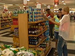 Compras em supermercado (Foto: Reprodução/ TV Bahia)