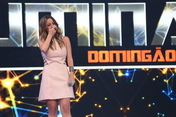 Karielle Gontijo se emocionou no palco do Iluminados (Foto: Carol Caminha/Gshow)
