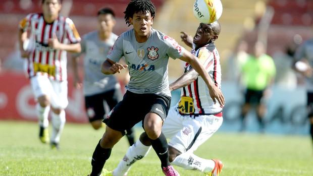 Romarinho na partida do Corinthians contra o Paulista (Foto: Alex Silva / Ag. estado)