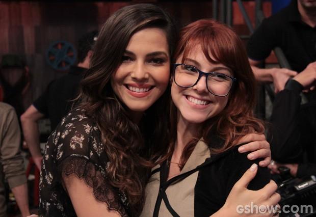 Tainá Müller recebe a visita da irmã Tuti Müller no programa Altas Horas (Foto: TV Globo/Altas Horas)