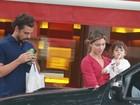 Cauã Reymond e Grazi Massafera vão a lanchonete com a filha, Sofia