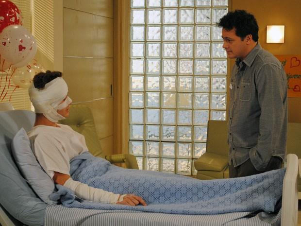 Fabiano pede desculpas a Kiko e pergunta se aceita Gabriel como protagonista (Foto: Malhação / Tv Globo)