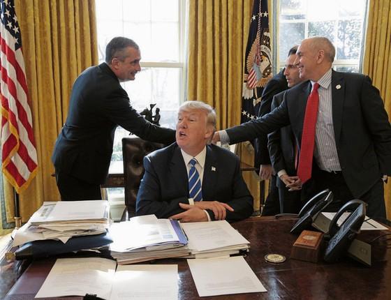 Trump no Salão Oval da Casa Branca.Ele passou a semana atacando juízes e tribunais (Foto: Joshua Roberts / Reuters)