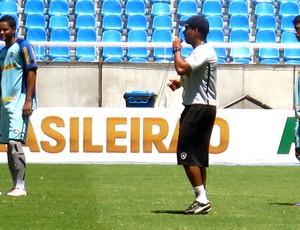 Jair Ventura comanda treino dos juniores do Botafogo  (Foto: Thales Soares / Globoesporte.com)