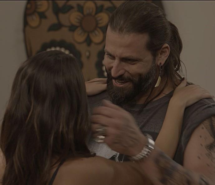 Ogros também amam e se emocionam, não é Ralf? (Foto: TV Globo)