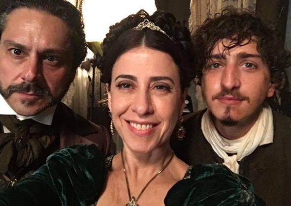 Alexandre Nero, Fernanda Torres e Johnny Massaro gravam 'Filhos da pátria' (Foto: Reprodução)