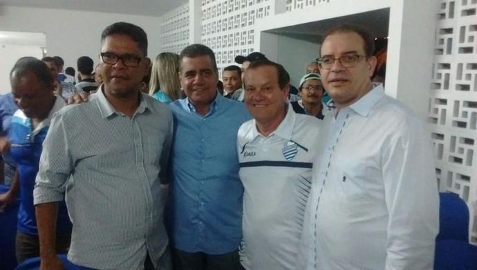Raimundo Tavares e Rafael Tenório comemoram eleição do CSA (Foto: Leonardo Freire/GloboEsporte.com)