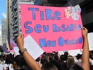 Cartaz na Marcha das Vadias em São Paulo (Foto: Julia Basso Viana/G1)