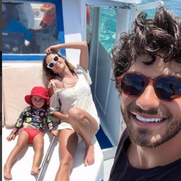 Deborah Secco, Hugo Moura e Maria Flor (Foto: instagram / reprodução)